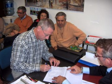 Signing the 'compromesso', preliminary contract