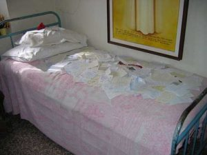 frate ave maria bedroom
